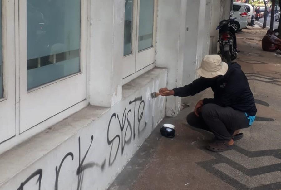 Lawan Vandalisme Cagar Budaya Kayutangan dengan Gerakan 'Koin Satus Repes'