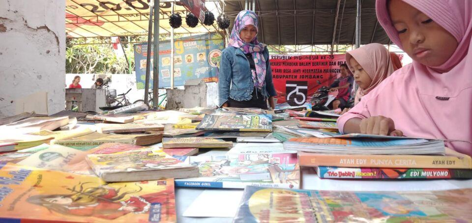 Peduli Literasi, Pemuda di Jombang Gagas Pustaka Kampung