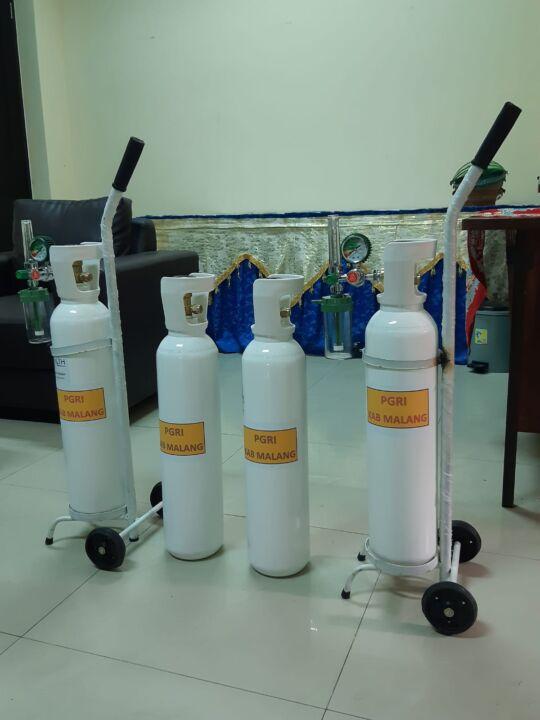 PGRI Malang Berikan Bantuan Oksigen Bagi Anggota yang Menjalani Isoman