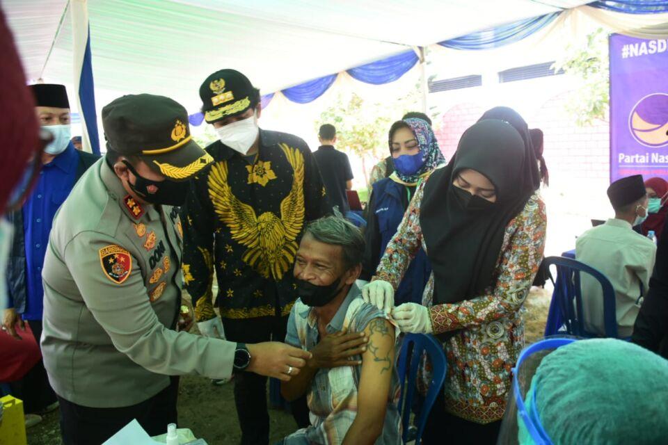 Upayakan Herd Immunity, Santri Dan Pekerja Industri di Kabupaten Mojokerto Terima Vaksin Covid-19
