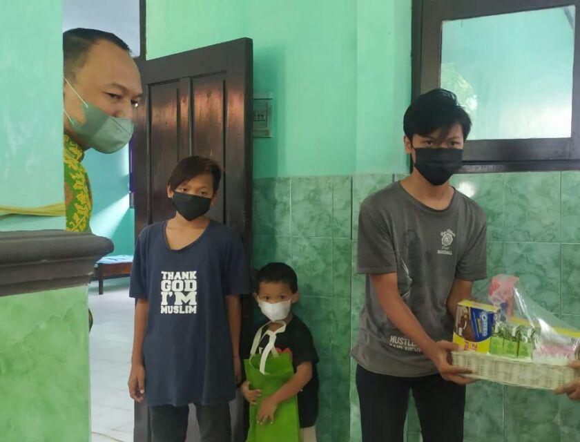 Ibunya Meninggal Karena Covid-19, Tiga Bocah di Jombang Terpaksan Masuk Isoter