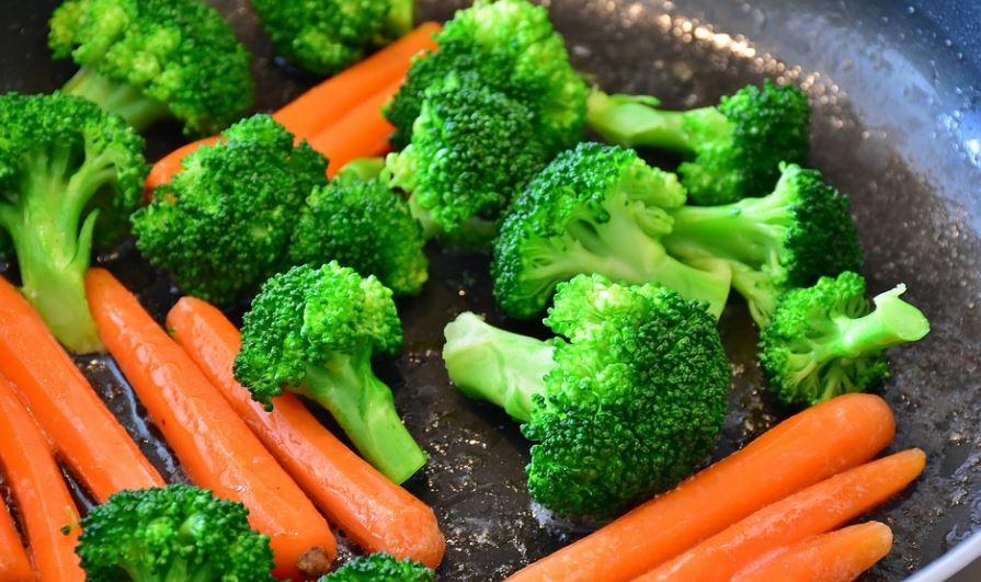 6 Rekomendasi Makanan Antikanker yang Sehat Dikonsumsi