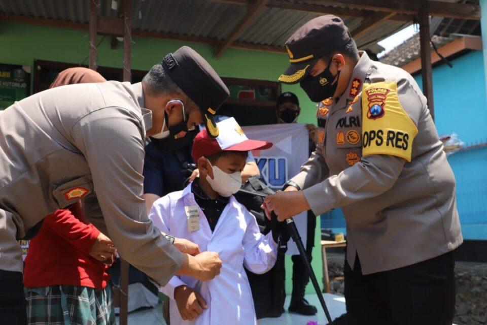 Pelajar Korban Covid-19 di Mojokerto Dapat Seragam Gratis, 2 Jadi Anak Asuh