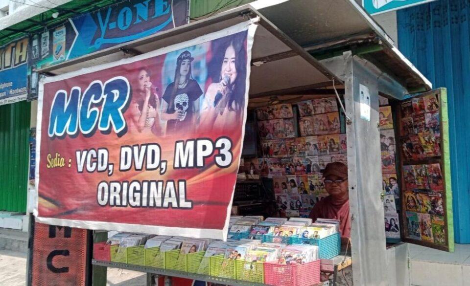 Kisah Penjual Kaset DVD Player Jombang, Bertahan Hidup Andalkan Hajatan