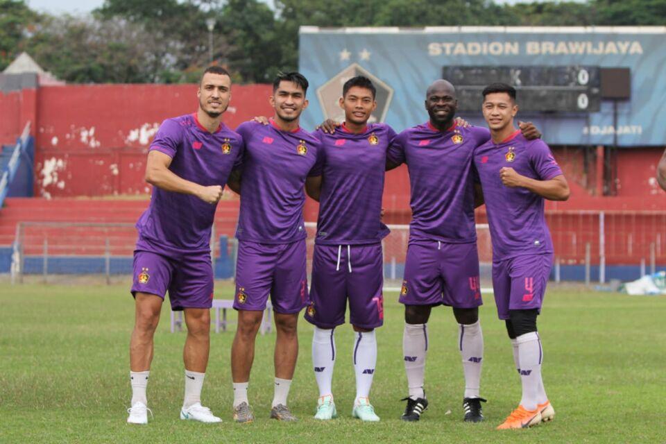 Boyong 30 Pemain ke Jakarta, Macan Putih Tantang Pesut Etam