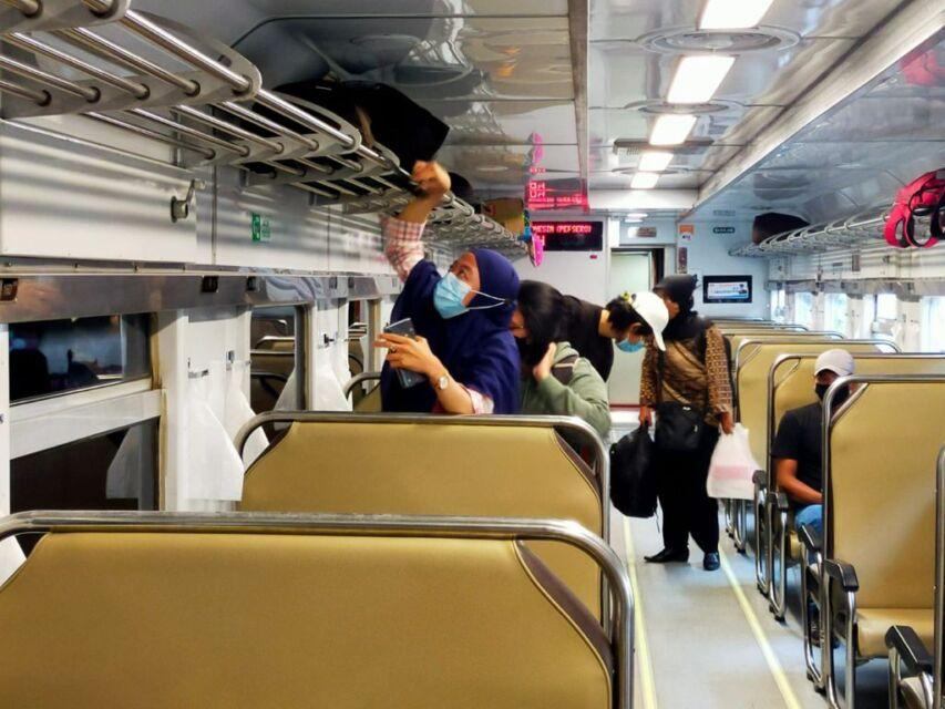 Uji Coba New Normal, Penumpang Kereta Api di Stasiun Blitar Mulai Meningkat