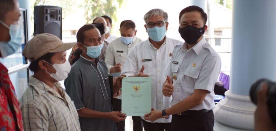Melalui Program PTSL, Sejumlah Warga Desa Olak Alen Dapat Sertifikat Tanah